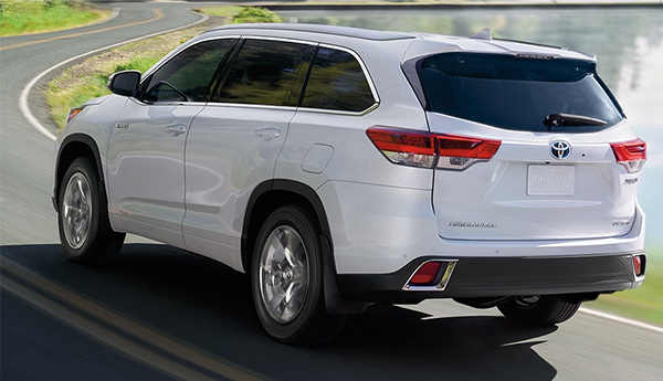 2019 Toyota Highlander Hybrid Outdoors